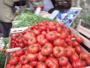 Tomatoes piled up in a Provencal market